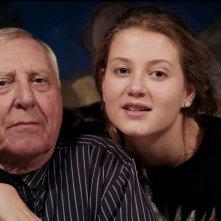 L'alfabeto di Peter Greenaway: Peter Greenaway in un abbraccio affettuoso con sua figlia Pip