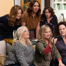 Wine Country: Rachel Dratch, Ana Gasteyer, Amy Poehler, Maya Rudolph, Emily Spivey, Paula Pell in una scena del film