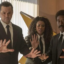 Black Monday Don Cheadle, Regina Hall, Andrew Rannells durante una scena