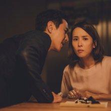 Parasite: Sun-kyun Lee, Yeo-Jeong Cho in una scena