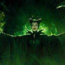 Maleficent: Mistress of Evil, Angelina Jolie in una suggestiva immagine