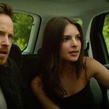 Welcome Home: Emily Ratajkowski e Aaron Paul in auto