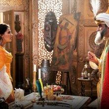 Aladdin: Navid Negahban, Naomi Scott in una scena del film