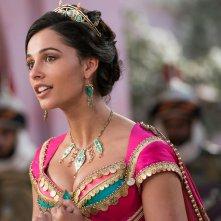 Aladdin:  una scena del film con Naomi Scott