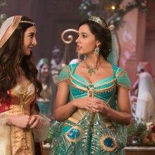 Aladdin: Nasim Pedrad, Naomi Scott in una scena del film