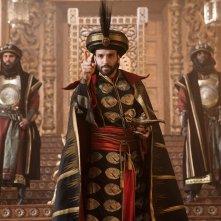 Aladdin: Marwan Kenzari in una scena del film