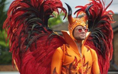Rocketman in blu-ray, recensione: con la folle energia di Elton John si canta e si balla anche a casa
