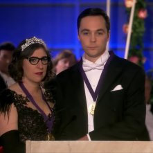 The Big Bang Theory: Jim Parsons e Mayim Bialik in una scena del finale di serie