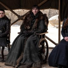 Il trono di spade: Sophie Turner, Maisie Williams e Isaac Hempstead Wright nel finale di serie, The Iron Trhone