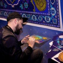 Aladdin: un'immagine della realizzazione del dipinto a opera dell'artista KOI