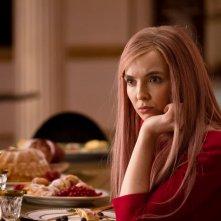 Killing Eve: Jodie Comer in  una scena del finale della seconda stagione