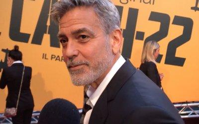 """Catch-22, George Clooney: """"Parlare dell'assurdità della guerra non fa mai male"""""""