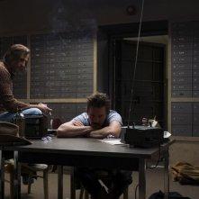 Rapina a Stoccolma: una scena con Mark Strong e Ethan Hawke