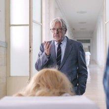 Tulipani - Amore, onore e una bicicletta: Giancarlo Giannini in  una scena del film