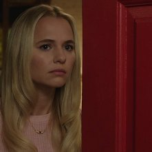 Annabelle 3: MAdison Iseman in una scena del film
