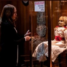 Annabelle 3: una scena del film con Vera Farmiga