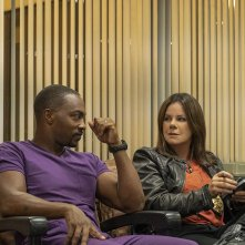 Point Blank: Marcia Gay Harden, Anthony Mackie in una scena del film