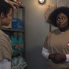 Orange Is the New Black: Dascha Polanco, Danielle Brooks in una scena della settima stagione