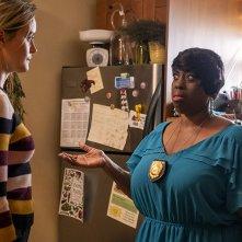 Orange Is the New Black: Alysia Joy Powell, Taylor Schilling in una scena della settima stagione