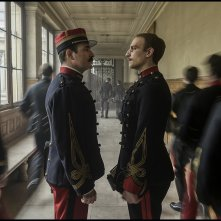 L'Ufficiale e la Spia: Jean Dujardin, Louis Garrel in una scena del film