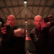 Fast & Furious - Hobbs &  Shaw: Jason Statham con Dwayne Johnson durante una scena
