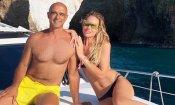 Ilary Blasi aiuta il paparazzo: lui è in difficoltà, lei lo accoglie sul suo yatch