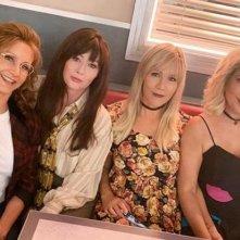 BH90210: Gabrielle Carteris, Tori Spelling, Shannen Doherty e Jennie Garth in una scena della serie