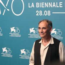 Venezia 2019: uno scatto di Mark Rylance  al photocall di Waiting for the Barbarians