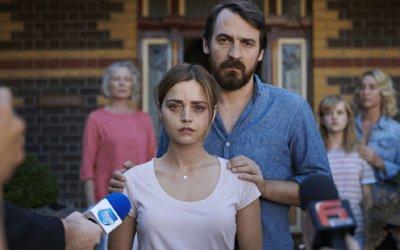 The Cry, la recensione: Jenna Coleman nel thriller psicologico in cui la verità ha due volti