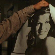 Le ali della libertà, Tim Robbins con il poster di Rita Hayworth
