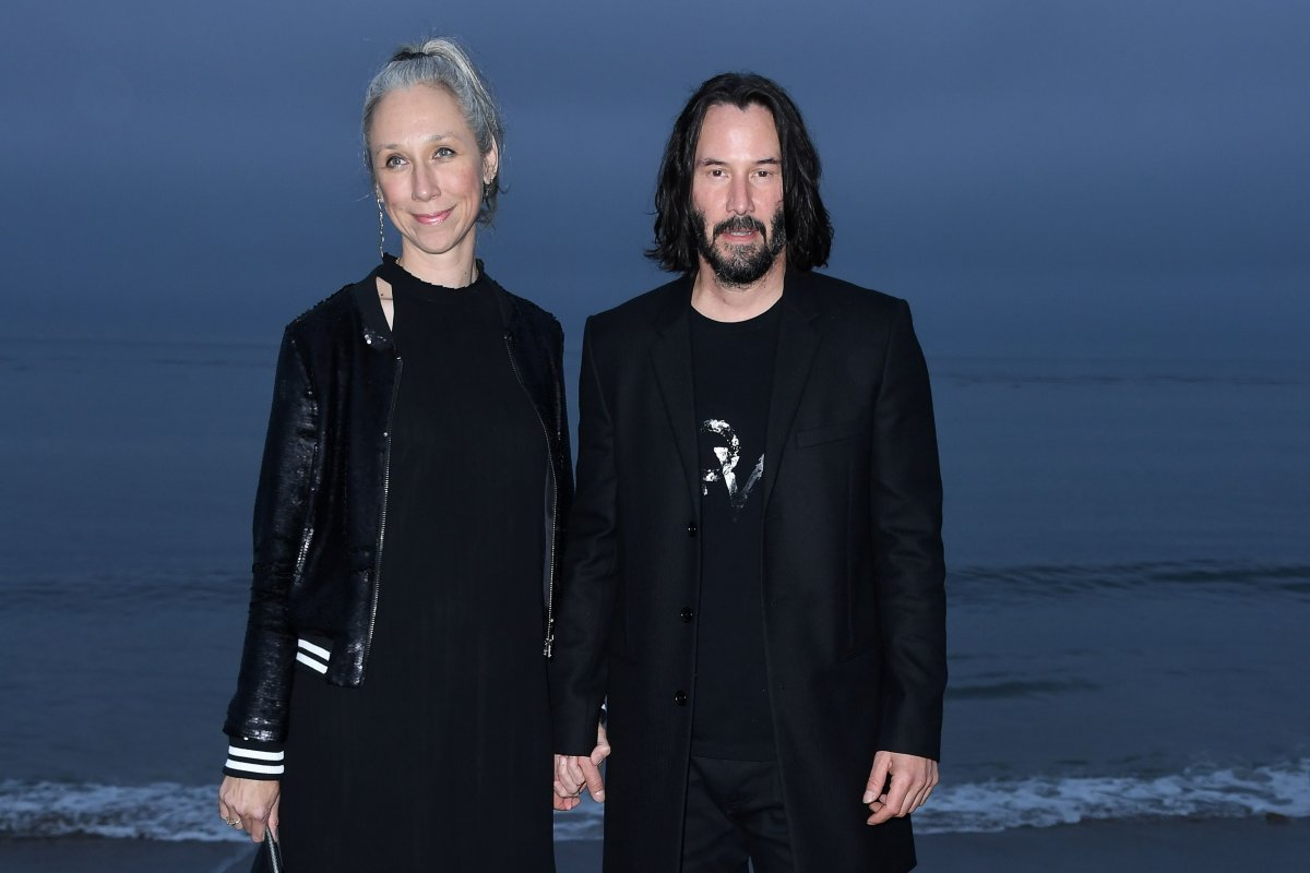 https://movieplayer.net-cdn.it/t/images/2019/10/24/keanu-reeves-alexandra-grant-fidanzata-amica_jpg_1200x0_crop_q85.jpg