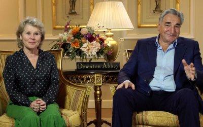 """Jim Carter torna a Downton Abbey, stavolta con la moglie Imelda Staunton: """"Ci sosteniamo da 35 anni"""""""