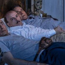 Sono solo fantasmi: Christian De Sica, Carlo Buccirosso e Gianmarco Tognazzi in una scena del film