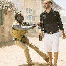 Tolo Tolo: una scena del film con Checco Zalone e Souleymane Silla