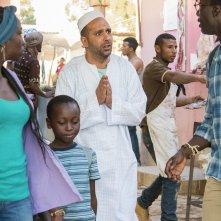 Tolo Tolo: Checco Zalone, Manda Tourè e Souleymane Silla in una scena del film