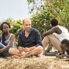 Tolo Tolo: Checco Zaolne e Manda Tourè in una scena del film