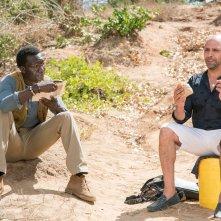 Tolo Tolo: Checco Zalone insieme a Souleymane Silla in una scena del film