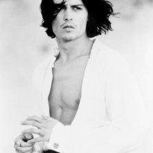 Johnny Depp, sexy e a torso nudo sul set di Don Juan De Marco, maestro d'amore