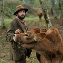 First Cow: John Magaro in una scena del film
