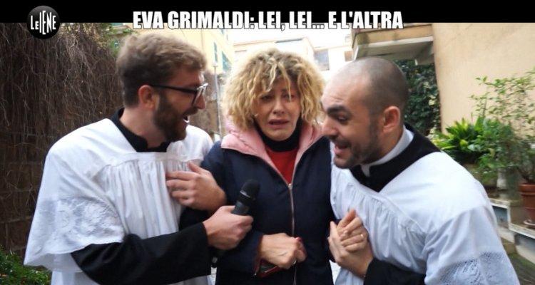 A Letto Con Eva.Le Iene Scherzo A Eva Grimaldi Trova La Moglie Imma Battaglia A Letto Con Una Suora Video Movieplayer It