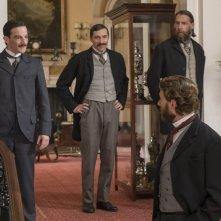 The English Game: Craig Parkinson, Kevin Guthrie ed Edward Holcroft in una scena della serie