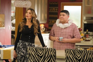 Modern Family 1019 Yes Woman