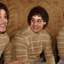 Three Identical Strangers: una sequenza del film