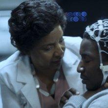 Black Box: Phylicia Rashad, Mamoudou Athie durante una scena del film