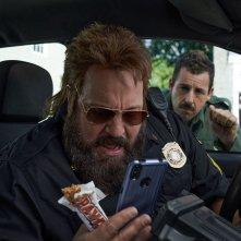 Hubie Halloween: Kevin James e Adam Sandler in una scena del film