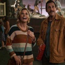 Hubie Halloween: una scena del film con Adam Sandler e Julie Bowen