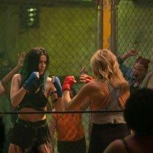 Chick Fight: Bella Thorne e Malin Akerman incrociano i guantoni
