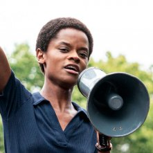 Small Axe: Letitia Wright in una scena di Mangrove