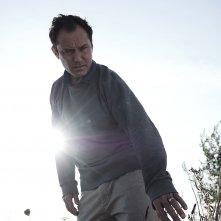 The Third Day: Jude Law in una scena della serie