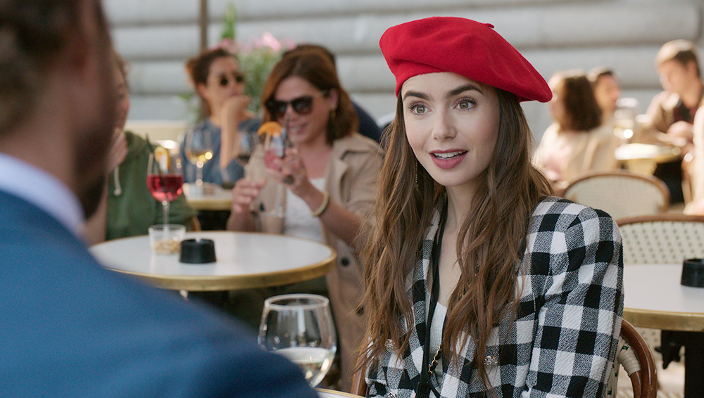 Emily in Paris, Lily Collins commenta le nomination ai Golden Globe 2021 -  Movieplayer.it